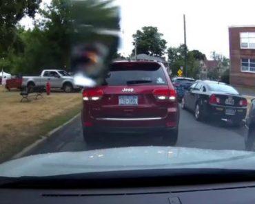 Saiu Do Jeep Para Discutir Com Outro Condutor Mas Mudou De Postura Ao Perceber Que Fez Asneira 2