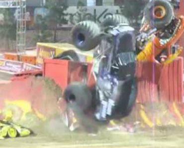 Monster Truck Faz Um Duplo Backflip 8