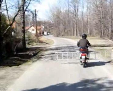 Homem Transforma Scooter e Uma Escada numa Cancela De Passagem De Nível 5
