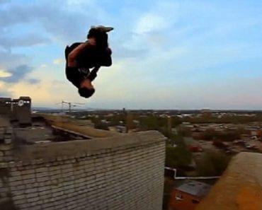 2 Jovens Desafiam a Morte Com Arriscadas Acrobacias No Topo De Edifícios 3