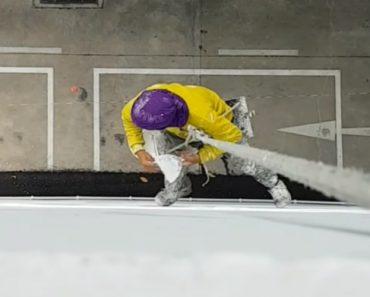 Trabalhador Faz Reparação Em Fachada De Edifício Estando Apenas Pendurado Por Um Balde 7