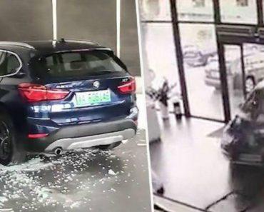 Condutora Destrói Carro Ao Invadir Stand BMW Após Confundir Os Pedais Durante Test Dirve 8