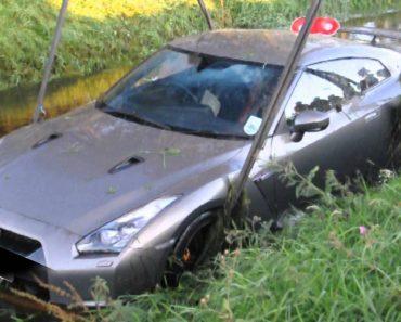 Condutor De Um Nissan GTR Despista-se e Cai Dentro De Riacho 4