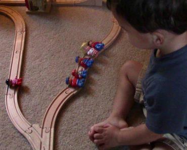 Salvar 1 Ou Salvar 5? Veja Como Este Menino De 2 Anos Resolve Um Clássico Dilema Moral 25
