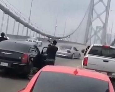 Proprietários De 3 Mustangs Interromperam Trânsito Na Ponte… Para Fazer Piões 9