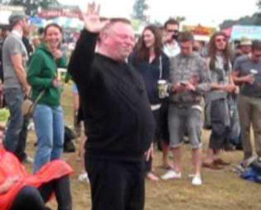 Energético Homem Capta As Atenções Pela Sua Dança Durante Festival 2