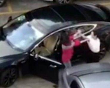 Mulher Arruína o Seu Tesla Para Se Vingar Da Condutora De Outro Tesla 8