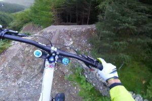 Ciclista Faz Percurso De BTT De Cortar a Respiração 9