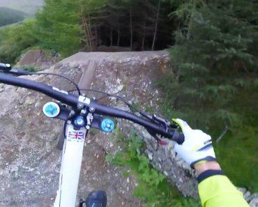 Ciclista Faz Percurso De BTT De Cortar a Respiração 2