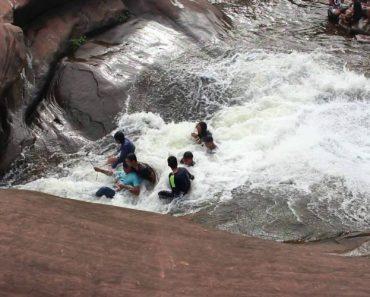 Um Escorrega De Água Criado Pela Natureza Que Faz a Delícia De Qualquer Visitante 3