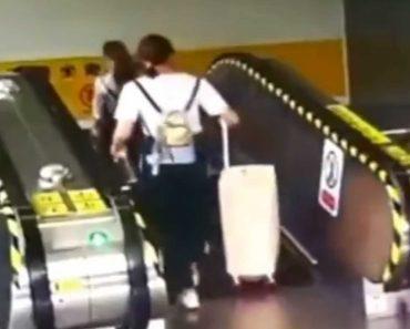 Mulher Derrubada Em Escada Rolante Por... Uma Mala 6