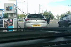 Homem Tem Preocupante Comportamento Em Posto De Combustível 9