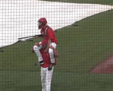 O Que Fazem Os Jogadores De Baseball Enquanto o Jogo Está Interrompido Por causa Da Chuva 4