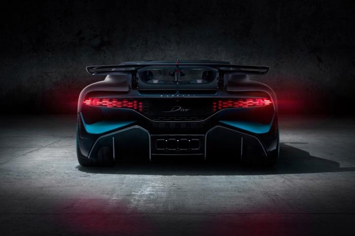 Conheça o Divo... a Mais Recente Bomba Da Bugatti Que Custa 5 Milhões De euros! 7