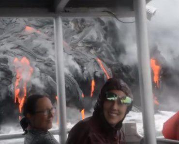Turistas Fazem Passeio De Barco Para Assistirem De Perto Um Vulcão Em Erupção 9