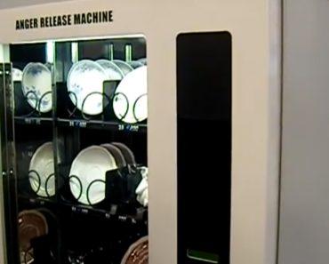 Parte a Loiça Quando Se Irrita? Esta Máquina é Para Si. Infelizmente Nem Sempre Resulta 2