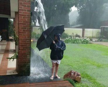 Inocente Brincadeira Na Chuva Quase Acaba Mal Por Causa De Inesperado Relâmpago 2
