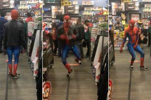 """Homem-Aranha Não Resiste Ao Ouvir """"Take On Me"""" Dos A-ha Numa Loja 10"""