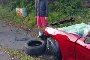 Mustang Fica Completamente Desfeito Após Violento Acidente Mas o Condutor Simplesmente Foi-se Embora 9