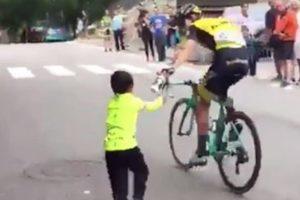O Grande Gesto Do Ciclista George Bennett Para Um Pequeno Adepto Na Vuelta 10