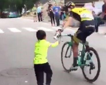 O Grande Gesto Do Ciclista George Bennett Para Um Pequeno Adepto Na Vuelta 3