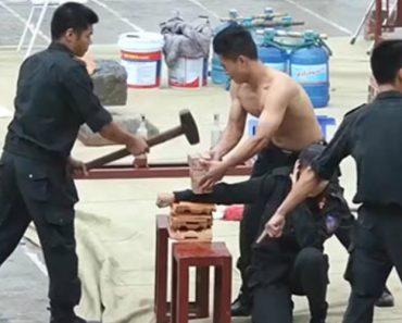 As Exibições Da Polícia Vietnamita Que Parecem Retiradas De Um Filme 7