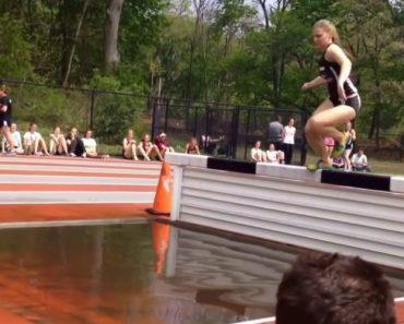 Quando Uma Prova De Obstáculos Se Torna Mais Complicada Do Que a Atleta Pensava 9