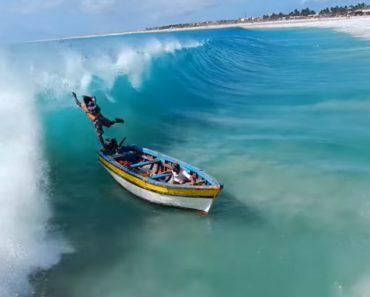 Barco De Pesca Arrastado Por Enorme Onda 2