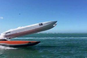 O Impressionante Acidente Durante Corrida De Barcos Digno De Um Filme De Ação 10