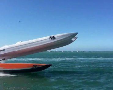 O Impressionante Acidente Durante Corrida De Barcos Digno De Um Filme De Ação 3