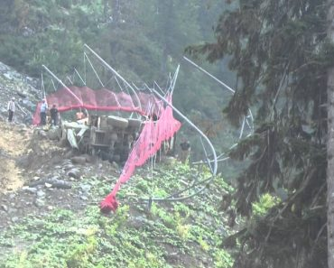 Condutor Perde Controlo De Camião Betoneira e Vira-se Ao Contrário 7