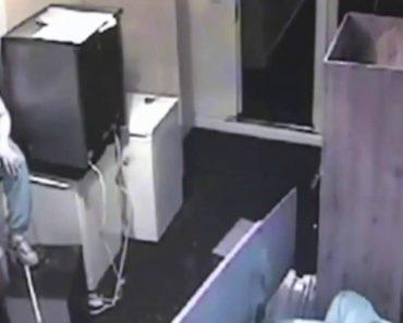 Imagens De Vigilância Mostram Como Assaltante Em Cadeira De Rodas Conseguiu Invadir Apartamento 5
