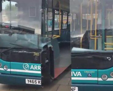 Filmagem Mostra Autocarro Cortado Ao Meio Com Faca Gigante Numa Rua De Liverpool 2