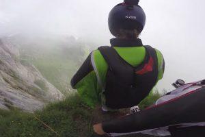 Grupo De Jovens Faz Espetacular Voo Em Wingsuit 9