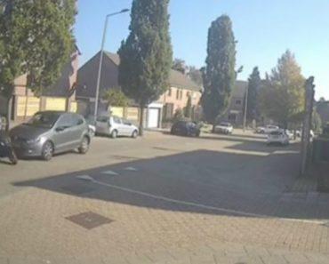 Ocupantes De Scooter Fogem a Pé Após Sofrerem Colisão Com Carro 1