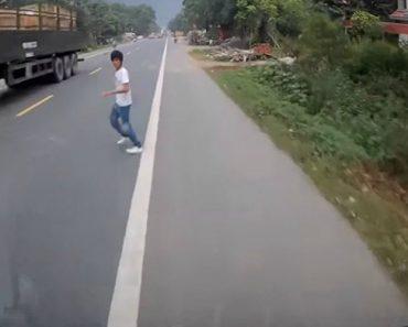 Dois Camionistas Conseguem Evitar Atropelamento De Pedestre Que Se Encontrava No Meio Da Estrada 6
