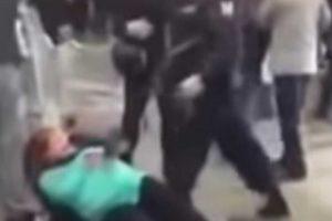 Grávida Acusada De Roubo Pontapeada Por Polícia Na Rússia 10