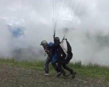 Dois Amigos Fazem o Salto De Parapente Mais Hilariante Que Já Viu 9