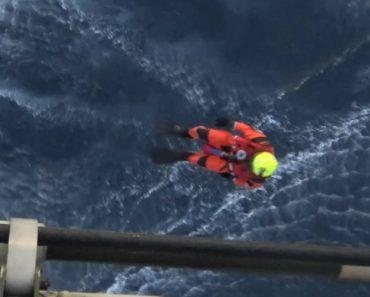 Força Aérea Portuguesa Resgata Homem Após Veleiro Afundar Quando Rumava Aos Açores 7