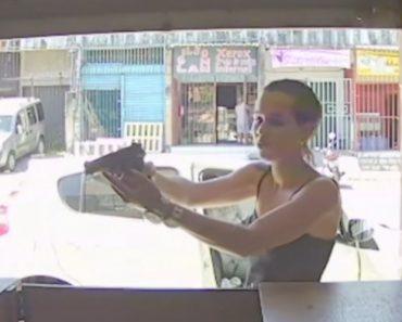 Câmaras Captam o Momento Em Que Mulher Assalta Loja Em Plena Luz Do Dia 8