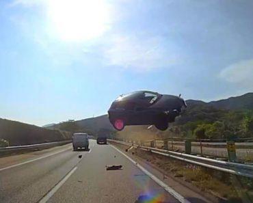 Carro Galga Separador De Estrada e Embate Na Frente De Autocarro 5