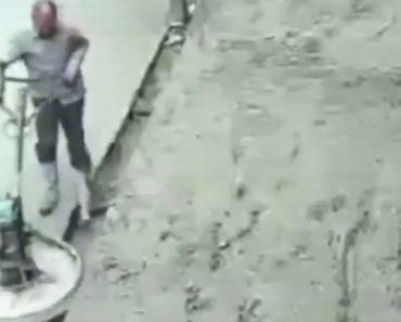 """Descontrolada Máquina De Alisar Cimento Põe Trabalhadores a """"Dançar"""" 7"""