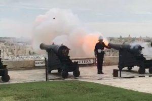 Pombo é Atingido Após Disparo De Canhões Durante Cerimónia 8