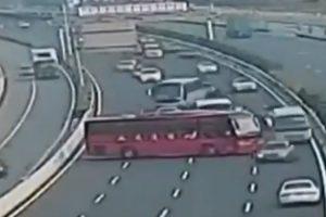 Motorista Provoca o Caos Ao Fazer Inversão De Marcha No Meio De Autoestrada 9