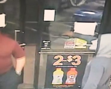 Assaltante Armado é Completamente Ignorado Por Cliente Mesmo Depois De Lhe Apontar Arma à Cabeça 8