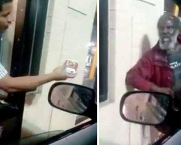 Funcionário Do McDonald's Tem Atitude Cruel Para Com Um Sem-Abrigo 1