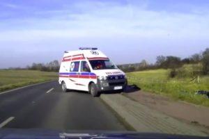 Nunca Uma Ambulância Foi Tão Rápida a Chegar Ao Local Do Acidente Como Esta 8