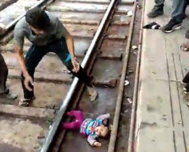 Bebé Sobrevive a Atropelamento De Comboio Na Índia 8