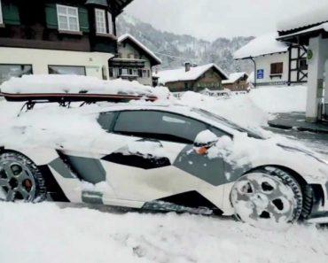 A Maneira Mais Rápida De Tirar a Neve De Cima De Um Lamborghini 5