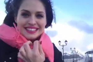 Sorridente Mulher é Derrubada Por Enorme Onda Enquanto Filmava Tempestade 10